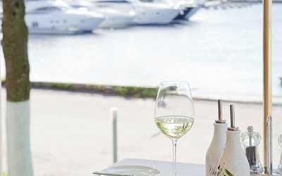 Банкетный зал ресторана More. Yachts & Seafood в Петровской косе фото 3