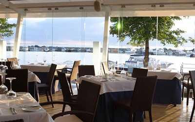 Банкетный зал ресторана More. Yachts & Seafood в Петровской косе фото 1