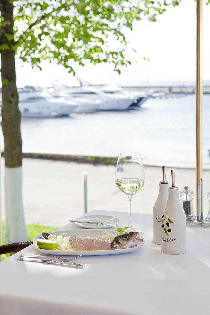 Меню ресторана More. Yachts & Seafood в Петровской косе