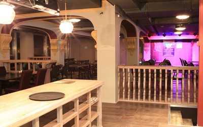Банкетный зал пивного ресторана Бирстайн (Beerstein) на Гаккелевской улице
