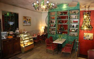 Банкетный зал ресторана Божоле на Большой Конюшенной улице