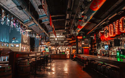 Банкетный зал бара Гадкий Койот (Сoyote Ugly) на Литейном проспекте
