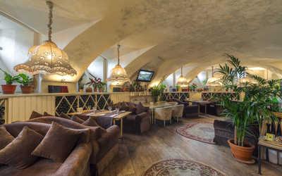 Банкетный зал ресторана Гастроном на набережной реки Мойки
