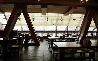 Банкетный зал пивного ресторана Бавария (Гаштет) на Комендантском проспекте