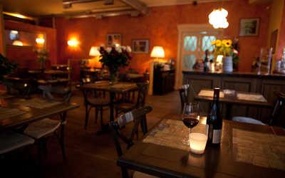 Банкетный зал ресторана Макарони (Macaroni) на улице Рубинштейна