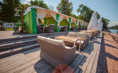 Банкетный зал ночного клуба, ресторана ЗимаЛето (ZимаЛeto) на набережной реки Большой Невки
