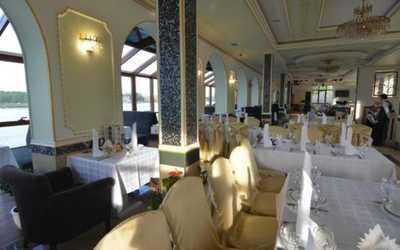 Банкетный зал ресторана Невская жемчужина на проспекте Обуховской Обороны фото 3