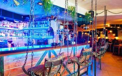 Банкетный зал кафе, ночного клуба Саквояж беременной шпионки на Большой Конюшенной улице
