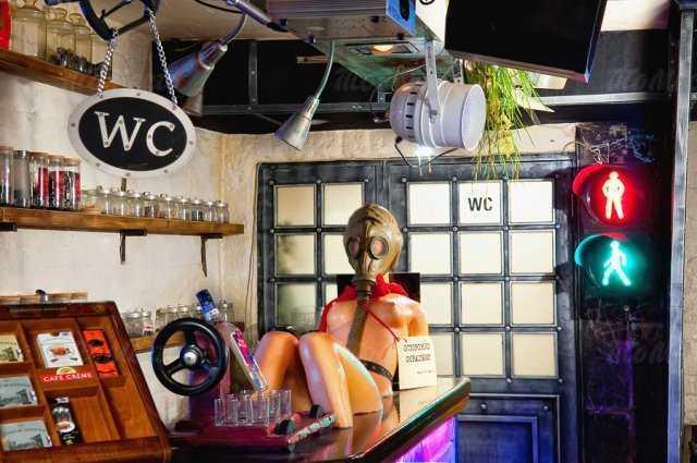 Меню кафе, ночного клуба Саквояж беременной шпионки на Большой Конюшенной улице