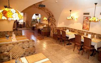 Банкетный зал кафе Грот на набережной реки Фонтанки