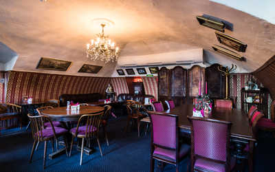 Банкетный зал ресторана Идиотъ на набережной реки Мойки фото 3