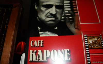 Банкетный зал кафе, ночного клуба Капоне (Capone) на улице Белы Куна
