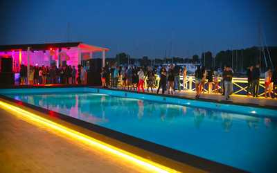 Банкетный зал ночного клуба, ресторана Saint-Tropez beach club на Южной дороге