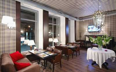 Банкетный зал ресторана, стейк-хауса Bullhouse (Буллхаус) на проспекте Ленина