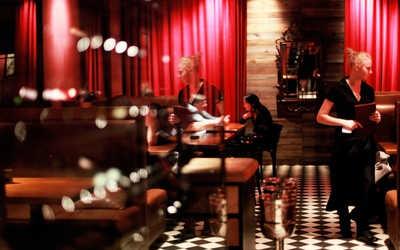 Банкетный зал бара, кафе La Bottega (Ла Боттега) на Лесной улице
