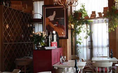 Банкетный зал ресторана Винотека Диссидент (Vinoteca Dissident) на Никольской улице