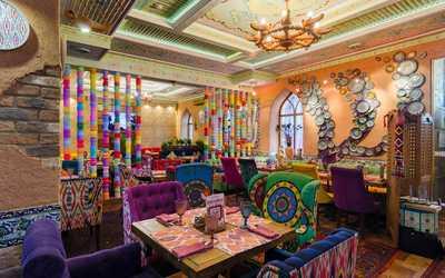 Банкетный зал ресторана Чайхана Павлин Мавлин на улице Академика Королева фото 2