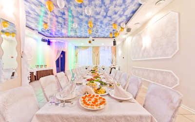Банкетный зал ресторана В двух шагах на проспекте Королёва
