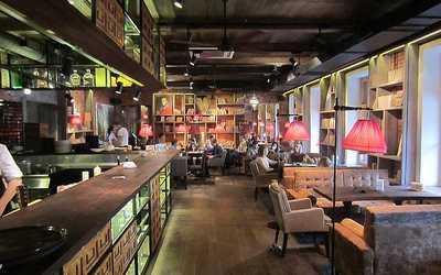Банкетный зал бара, кафе, ресторана Библиотека (Biblioteka) на Невском проспекте
