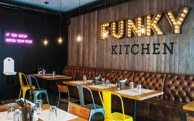 Банкетный зал бара, ресторана Funky Kitchen (Фанки Китчен) на Малом проспекте П.С. фото 1