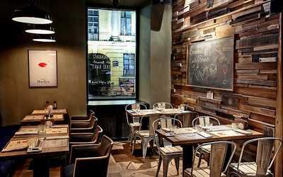Банкетный зал бара, кафе Berlin (Берлин) на Итальянской улице