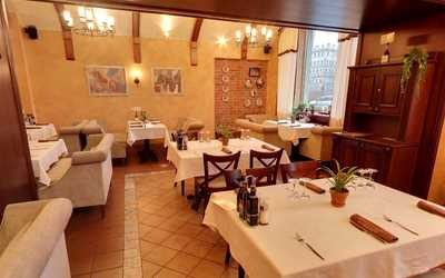 Банкетный зал ресторана Траттория Роберто (Trattoria Roberto) на набережной реки Фонтанки