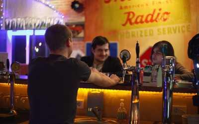 Банкетный зал бара, ресторана Кадиллак бар (Cadillac bar) на Новоколомяжском проспекте