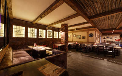 Банкетный зал пивного ресторана Max Beer House (Макс Бир Хаус) на Тепловозной улице фото 2