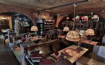 Банкетный зал кафе Безухов (Беzухов) на Рождественской улице