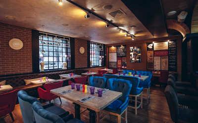 Банкетный зал кафе Карамель на улице Костиной фото 1