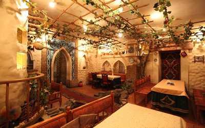 Банкетный зал кафе Тюбетейка на Рождественской улице