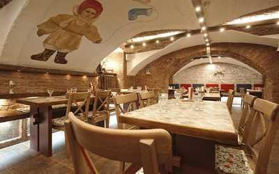 Банкетный зал ресторана Валенки и Варежка (Valenki & Varezhka) на набережной реки Мойки