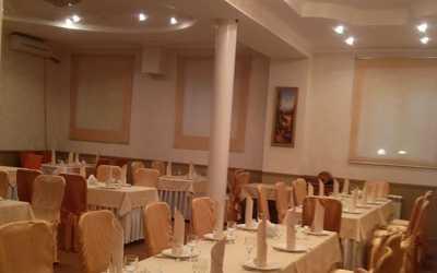 Банкетный зал кафе, ресторана Зеленый дворик на улице Линии Октябрьской Железной Дороги