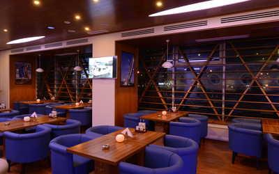 Банкетный зал паба, пивного ресторана John Martin`s (Джон Мартинс) на Мичуринском проспекте