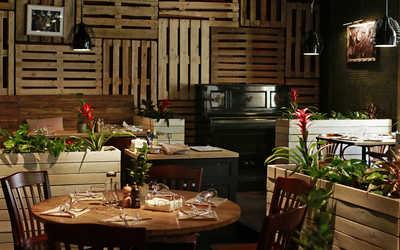 Банкетный зал ресторана Food&Wine на Рочдельской улице