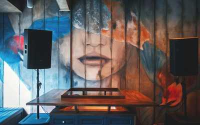 Банкетный зал бара, кафе Kommunalka & kitchen (Коммуналка) на Невском проспекте
