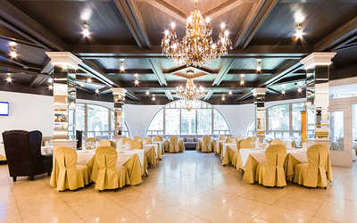 Банкетный зал ресторана Sun Resort (Сан Ресорт) на Приморском шоссе