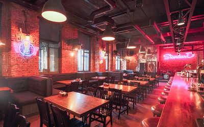 Банкетный зал бара The Standard Bar (Cтандарт Бар) в Златоустинском Большом переулке