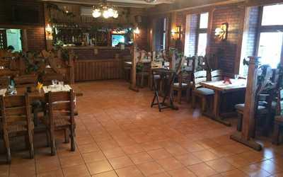 Банкетный зал кафе Старый дворик на Днепропетровской улице фото 1