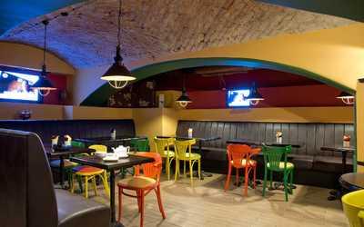 Банкетный зал паба, пивного ресторана Брассерия Palm (Палм) на Большой Конюшенной улице