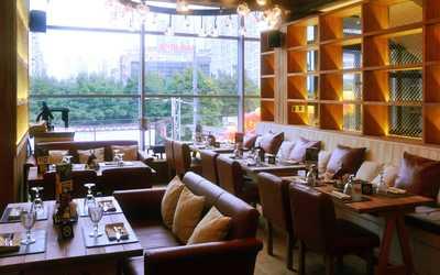 Банкетный зал ресторана Ян Примус на Осеннем бульваре