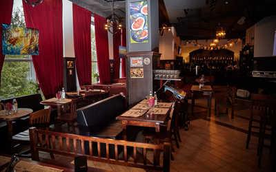 Банкетный зал пивного ресторана Frau Muller (Фрау Мюллер) на улице 8 Марта