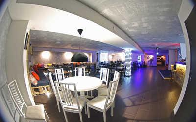 Банкетный зал кафе Best Days на улице Германа Лопатина фото 2