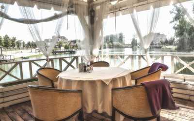 Банкетный зал ресторана Озеро на Пасторском Озере