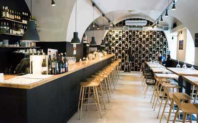 Банкетный зал бара Vinostudia (Виностудия) на Большой Конюшенной фото 2