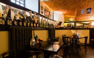 Банкетный зал пивного ресторана Кнайпе Jager Haus (Ягер Хаус) в Итальянской