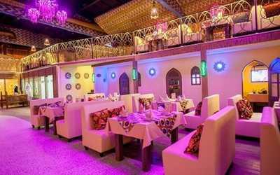Банкетный зал ресторана Восток (бывш. Кинапландия) на улице Лесной