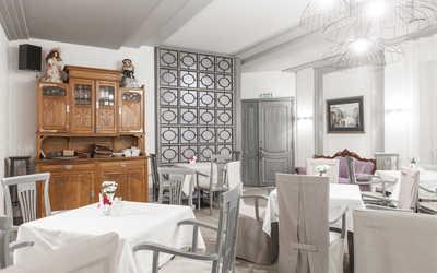 Банкетный зал кафе Шербурские зонтики на улице Гоголя