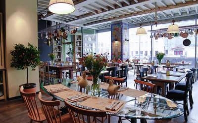 Банкетный зал кафе, ресторана Юлина Кухня на Большой Грузинской улице