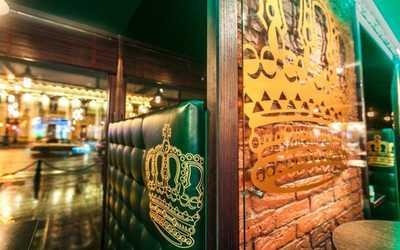 Банкетный зал паба Сибирская корона (Российский паб) на Невском проспекте